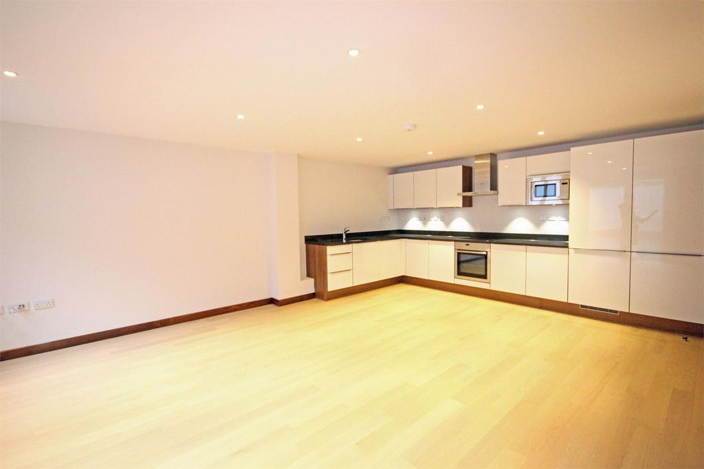2 Bedrooms Flat for sale in Apartment 17, ONE St Julian's Avenue, St Peter Port, TRP 76