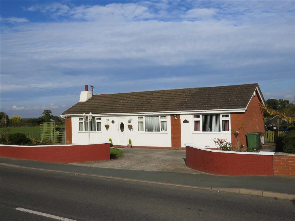 3 Bedrooms Bungalow for sale in Knolton, Overton-on-Dee, LL13