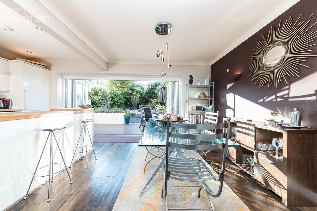 3 Bedrooms Terraced House for sale in Prince Regents Close, Brighton, BN2