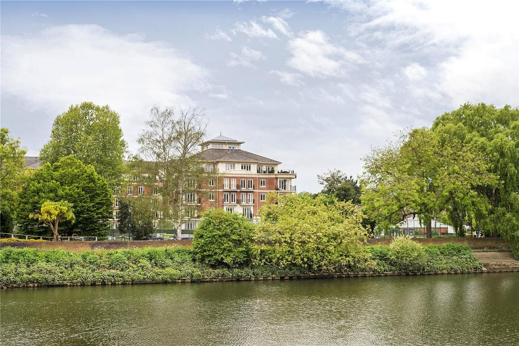 3 Bedrooms Flat for sale in Lennox House, Clevedon Road, Twickenham, TW1