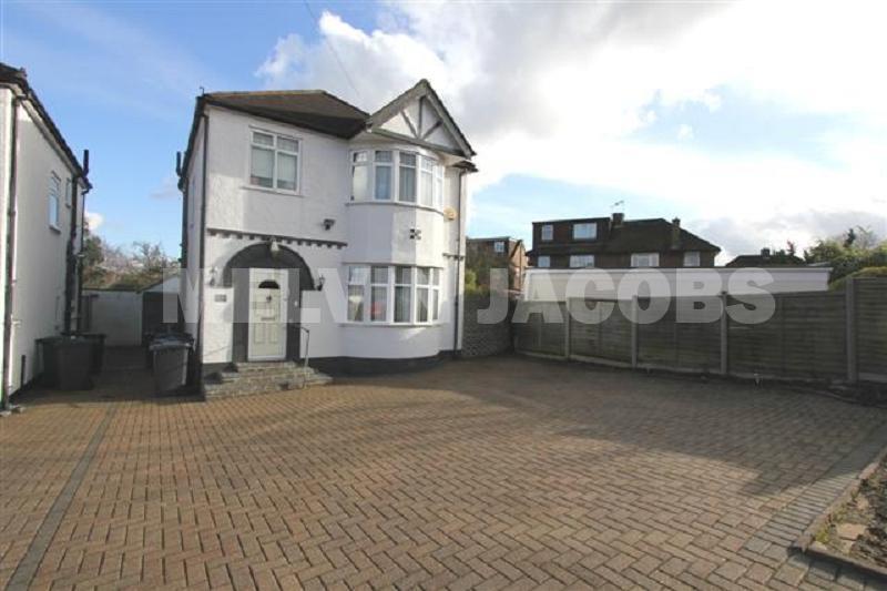 4 Bedrooms Detached House for sale in Windsor Avenue, Edgware, Greater London. HA8 8SR
