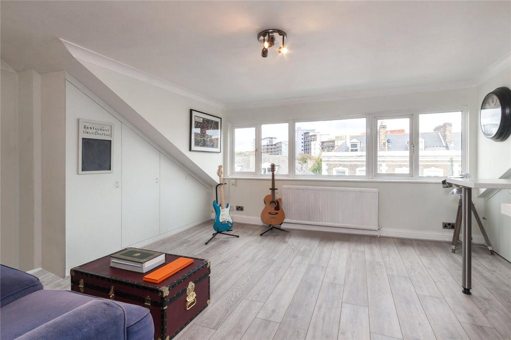 1 Bedroom Flat for sale in Caledonian Road, Holloway, London