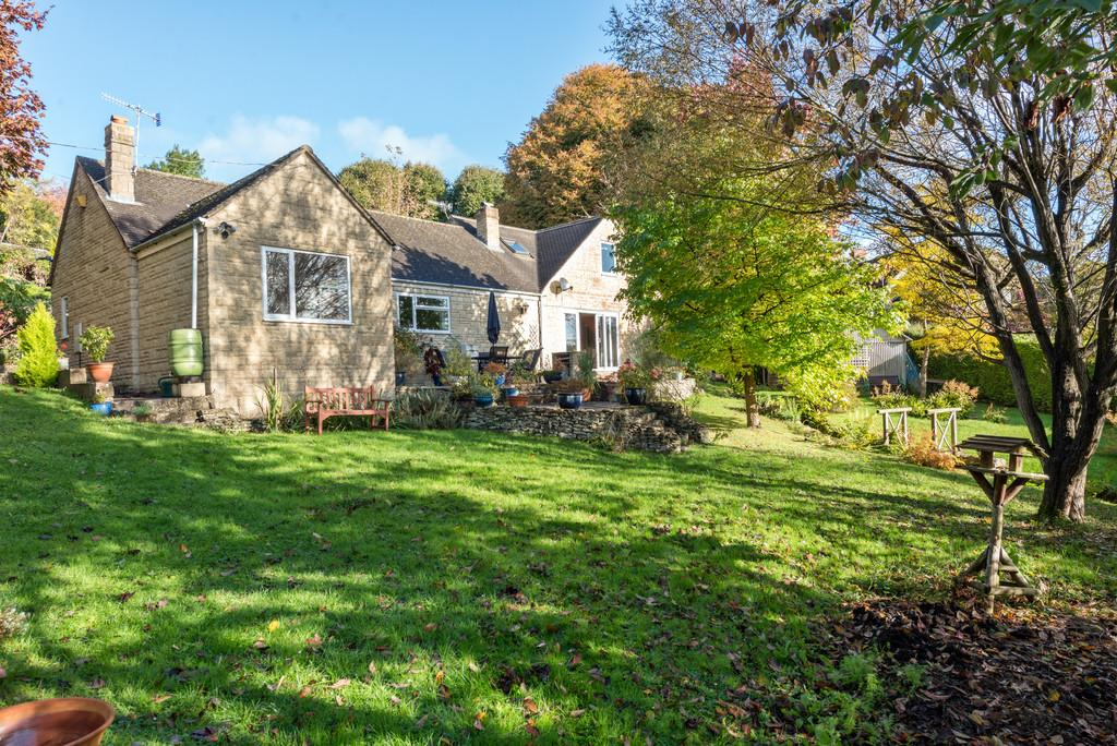 3 Bedrooms Detached House for sale in Chalford
