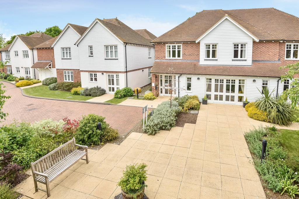 2 Bedrooms Apartment Flat for sale in Headcorn Village