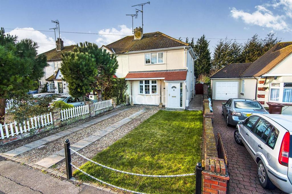 3 Bedrooms Semi Detached House for sale in Southend Road, Stanford Le Hope