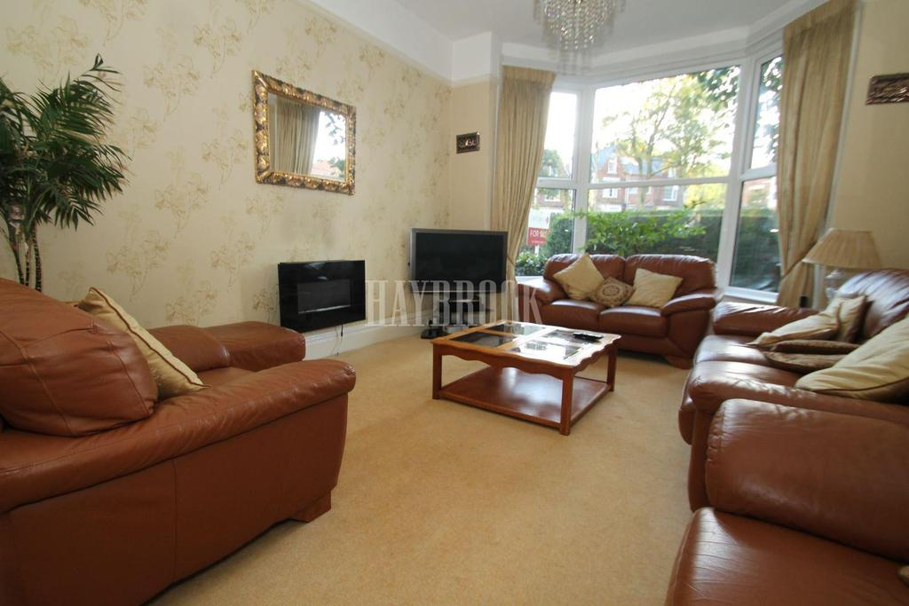 4 Bedrooms Detached House for sale in Swaledale Road, Nether Edge, S7