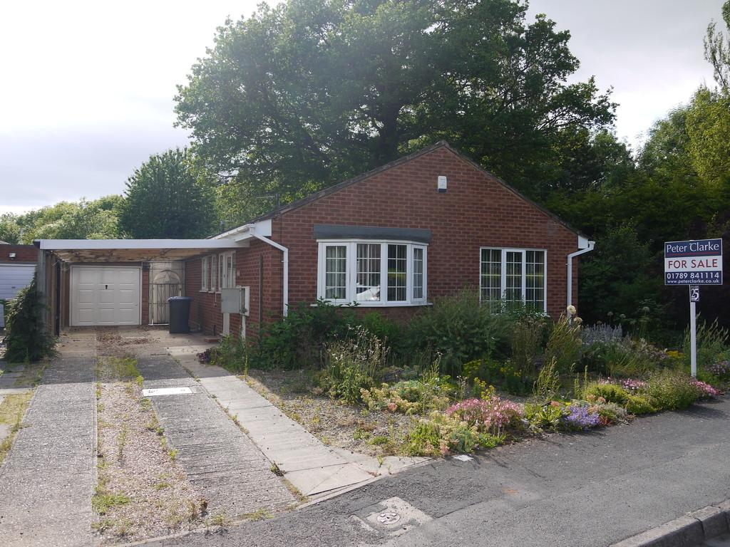 3 Bedrooms Detached Bungalow for sale in Dovehouse Drive, Wellesbourne