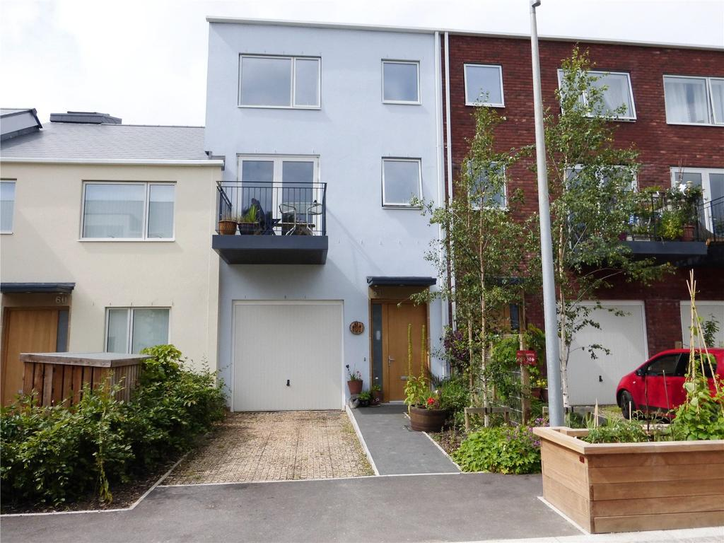 4 Bedrooms Terraced House for sale in Old Hospital Lawn, Stroud, Gloucestershire, GL5