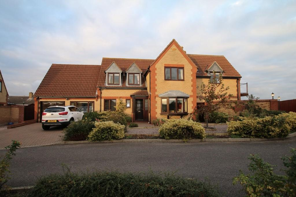 4 Bedrooms Detached House for sale in Hunts Close, Doddington, March
