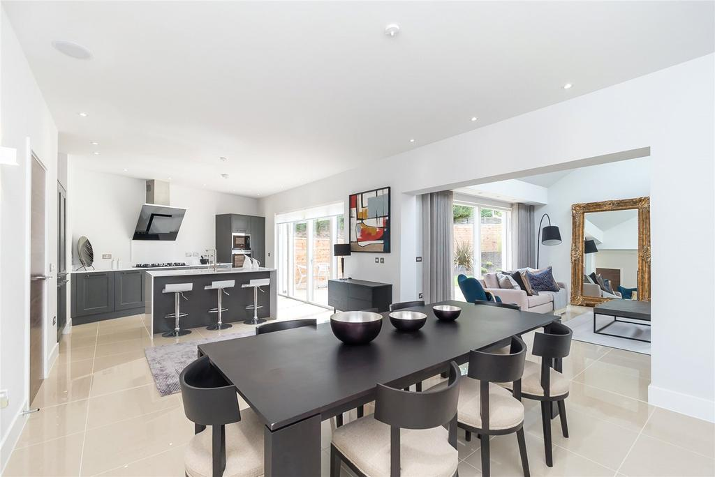 4 Bedrooms Terraced House for sale in Crescent Houses, Brighouse Park Cross