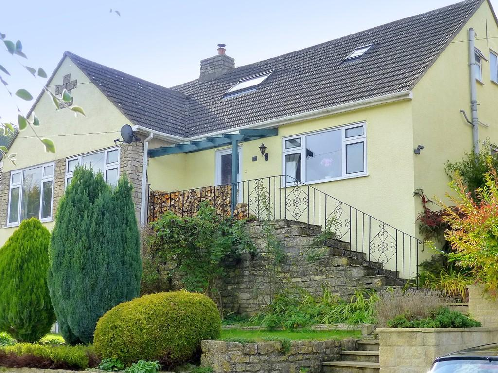 3 Bedrooms Semi Detached House for sale in Clydesdale Road, Box