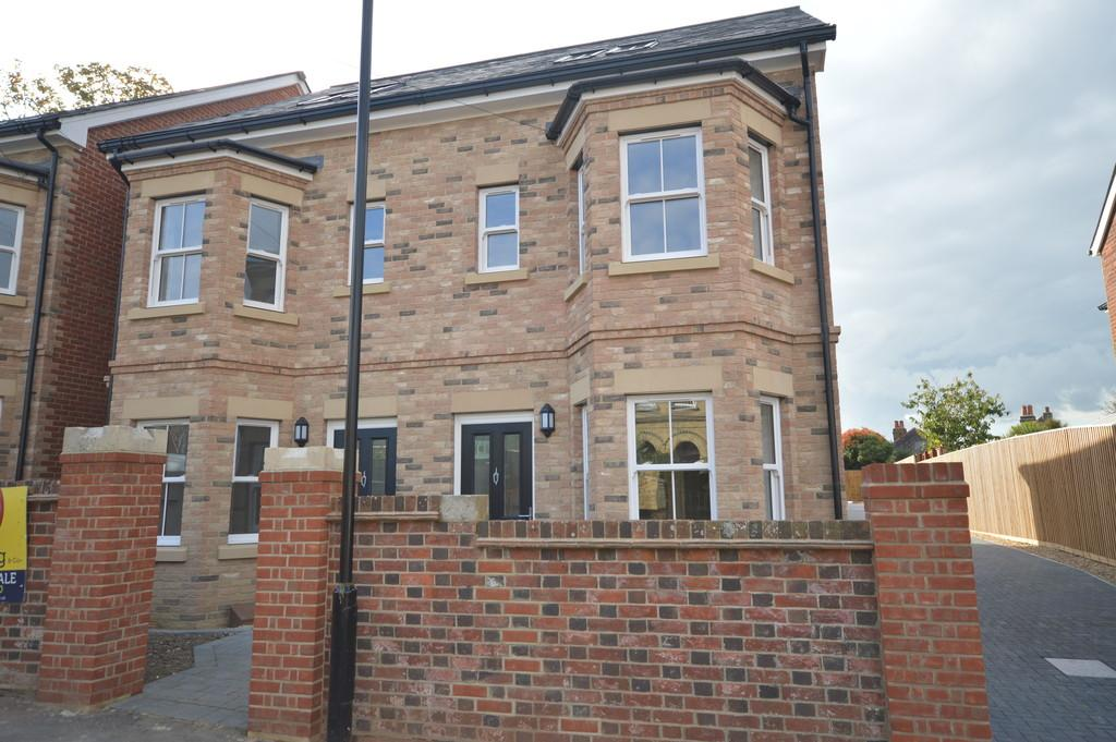 3 Bedrooms Semi Detached House for sale in Mount Pleasant Road, Newport