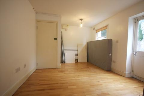 Studio to rent - Archway Road, N6 4NA