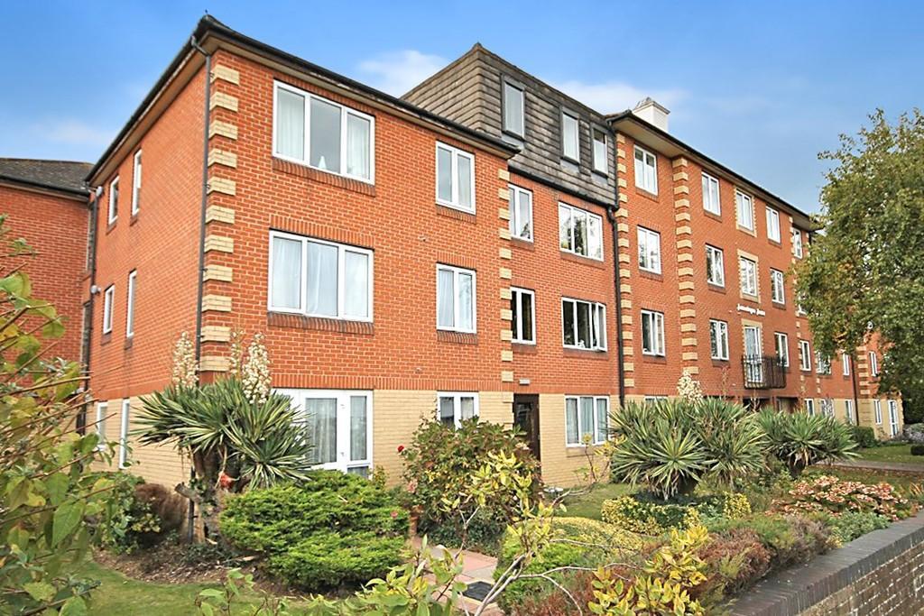 2 Bedrooms Flat for sale in Homesteyne House, 11-13 Broadwater Road, Worthing BN14 8AJ