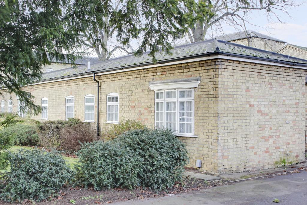 2 Bedrooms Semi Detached Bungalow for sale in The White House, St. Neots Road, Eaton Ford