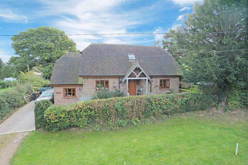 3 Bedrooms Detached House for sale in Gun Road, Blackboys, East Sussex