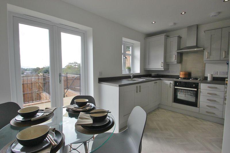 2 Bedrooms Terraced House for sale in Gwel Y Llan, Caernarfon, Gwynedd