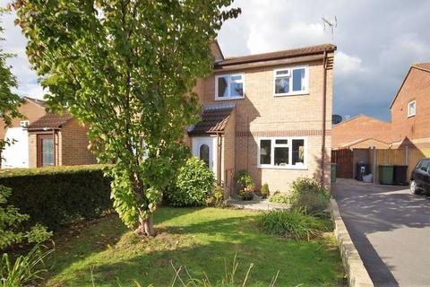 3 bedroom semi-detached house to rent - Hawthorn Close, Patchway, Bristol