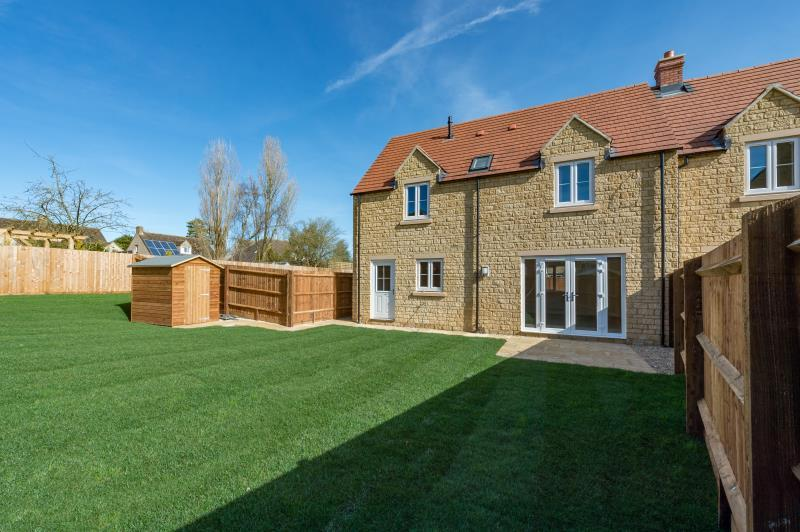 3 Bedrooms Semi Detached House for sale in The Hornbeam, William Buckland Way, Stonesfield, Witney, Oxfordshire