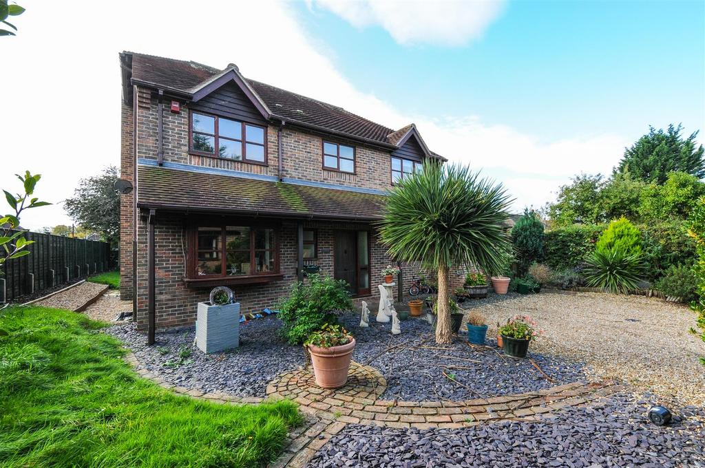 4 Bedrooms Detached House for sale in Clay Lane, Chichester