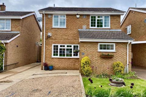 4 bedroom detached house for sale - Claydown Way, Slip End