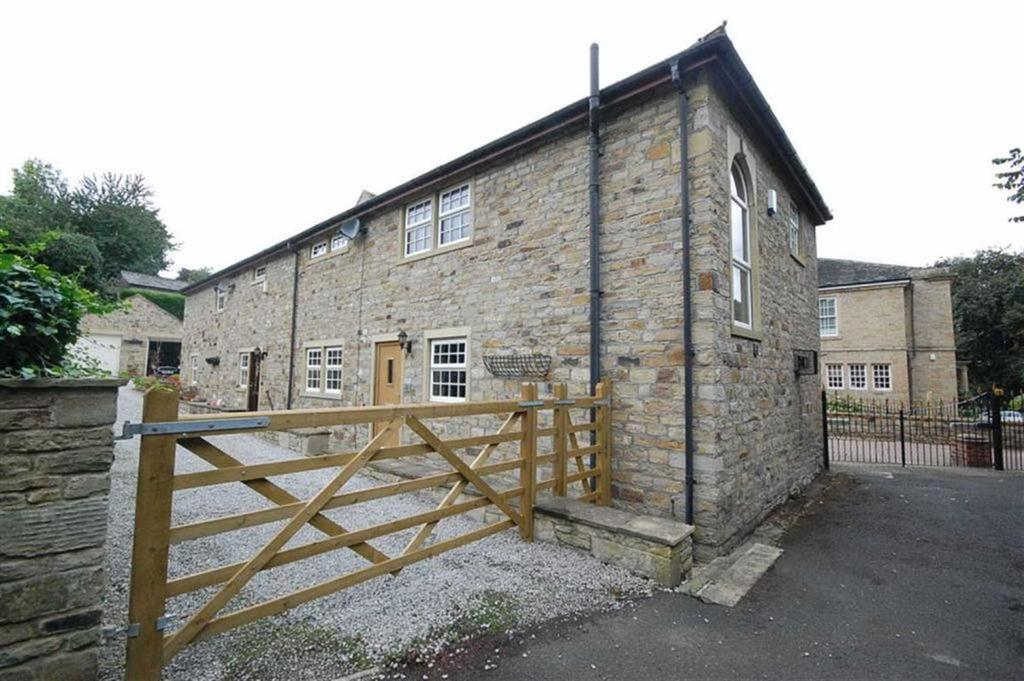 3 Bedrooms Semi Detached House for sale in Sands Lane, Mirfield, WF14
