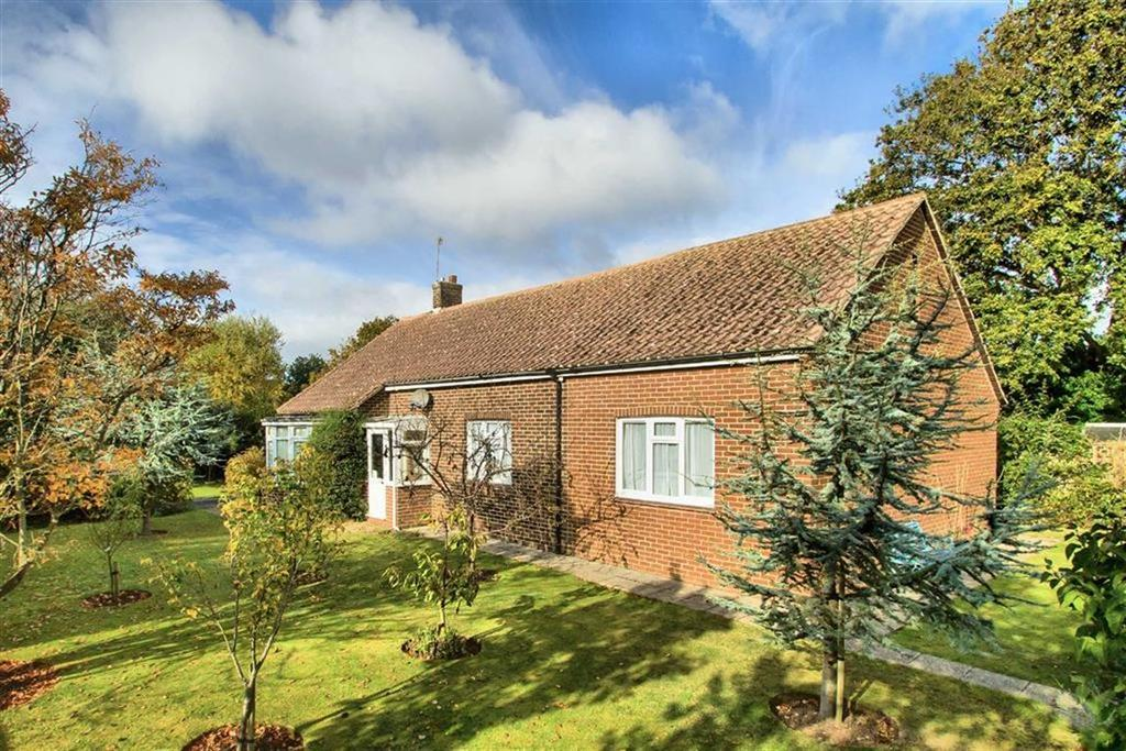 3 Bedrooms Detached Bungalow for sale in North Camp Lane, Seaford, East Sussex