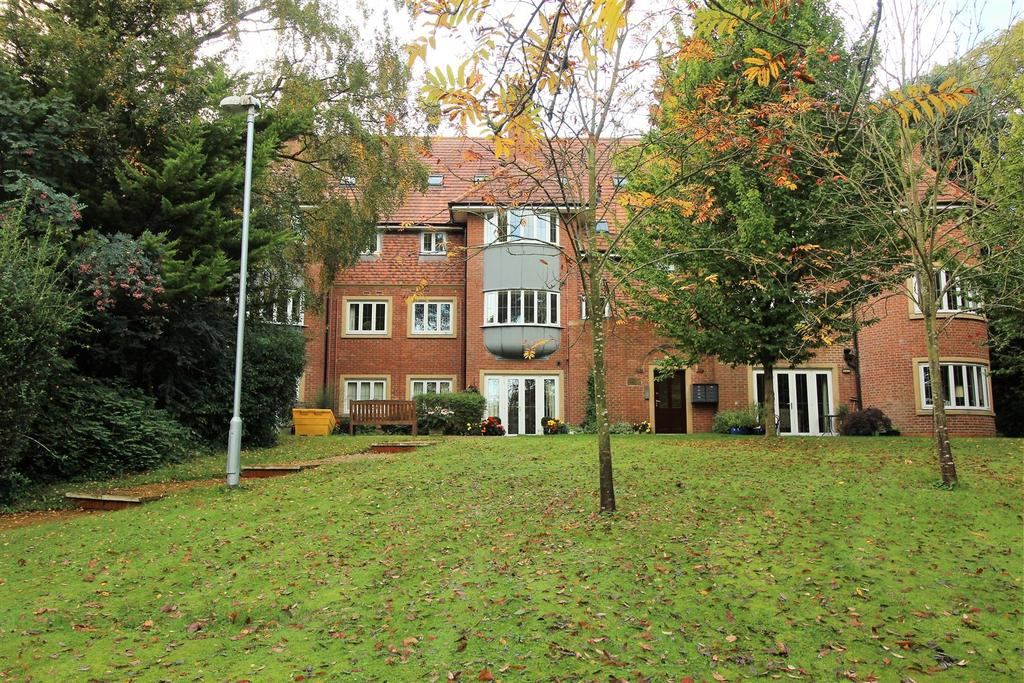 2 Bedrooms Penthouse Flat for sale in Greystones Drive, Darlington