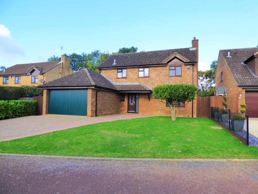 4 Bedrooms Detached House for sale in Wood Avens Close, West Hunsbury, Northampton NN4