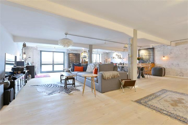 3 Bedrooms Flat for sale in New Crane Wharf, New Crane Place, London, E1W