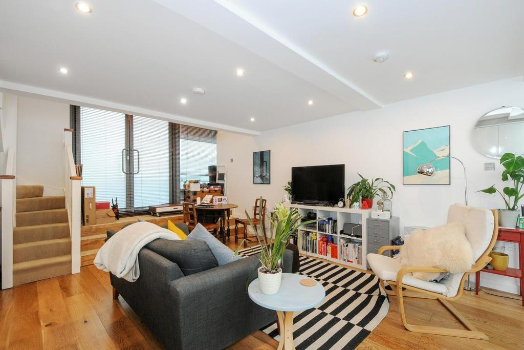 1 Bedroom Flat for sale in Hardwicks Square, Wandsworth, SW18