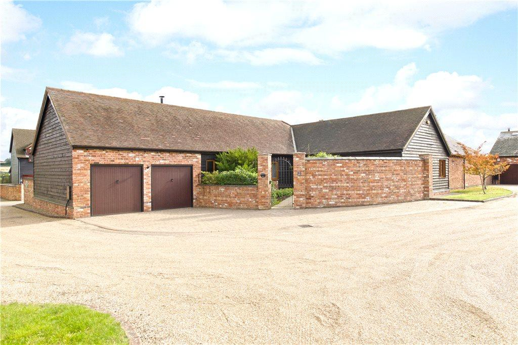 4 Bedrooms Barn Conversion Character Property for sale in Chase Farm Barns, Whaddon Road, Little Horwood, Buckinghamshire