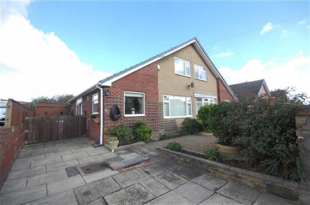 2 Bedrooms Semi Detached Bungalow for sale in Carlinghow Lane, Batley, WF17