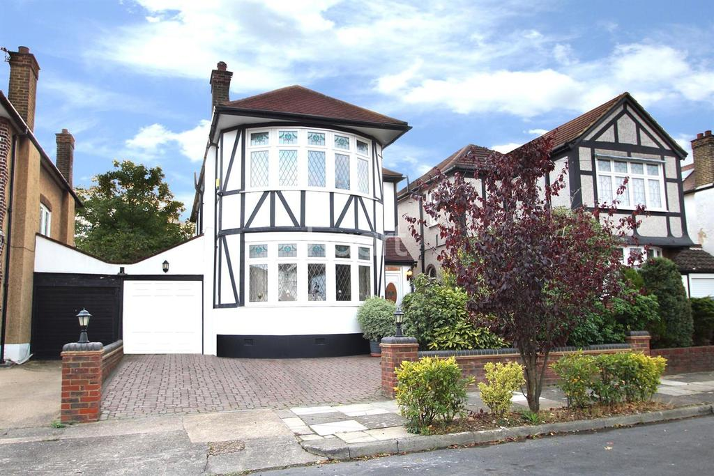 4 Bedrooms Detached House for sale in Roslyn Gardens, Gidea Park