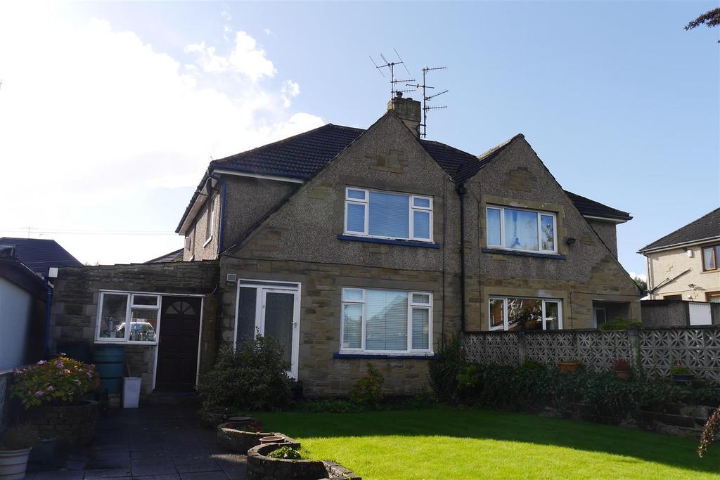 4 Bedrooms Semi Detached House for sale in Highlands Close, Hollingwood Lane, Bradford, BD7 4BL
