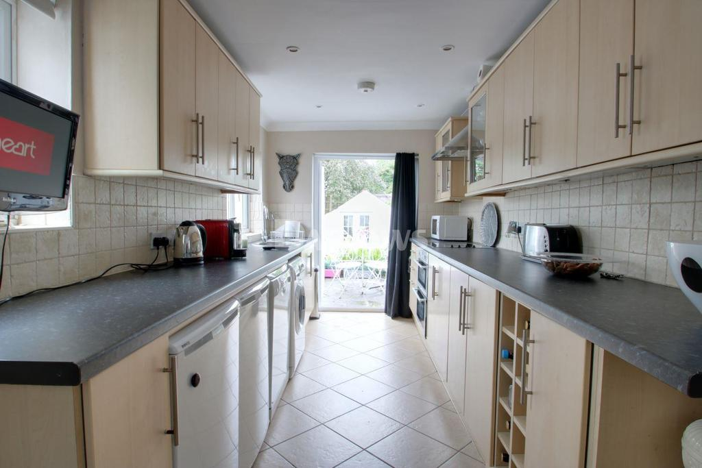 2 Bedrooms Bungalow for sale in Finchley Road, Fairwater, Cardiff
