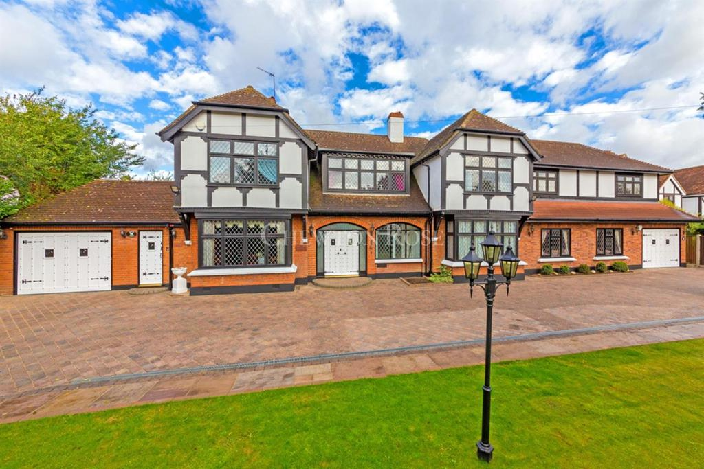 7 Bedrooms Detached House for sale in Emerson Park