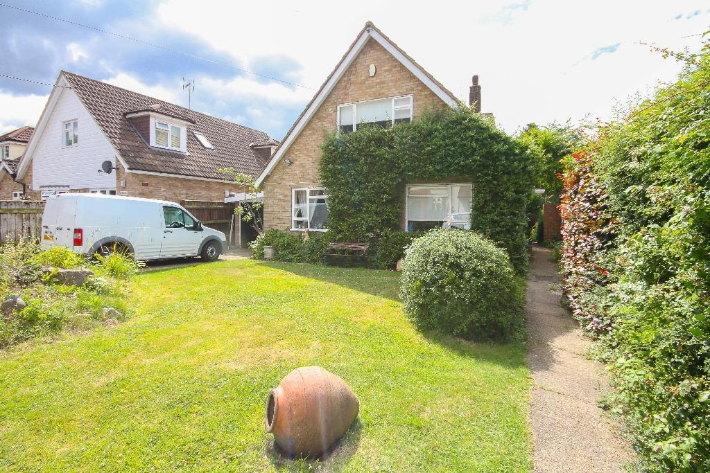 3 Bedrooms Detached Bungalow for sale in Hillcrest Road, Ongar
