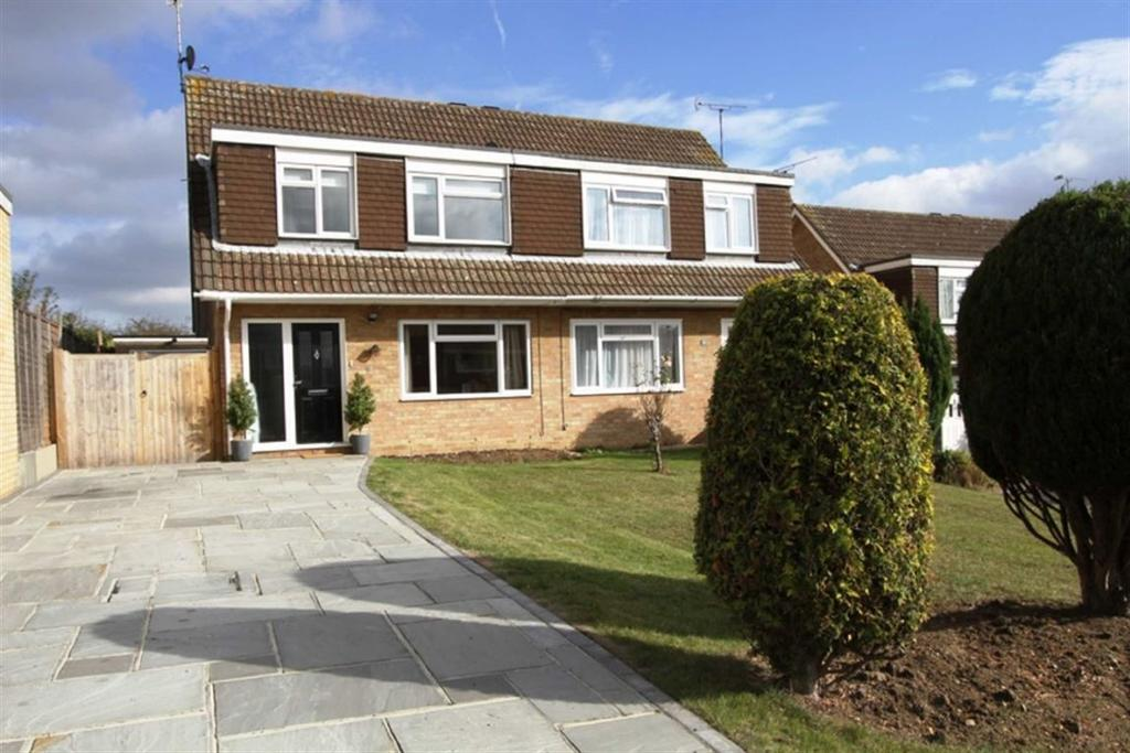 3 Bedrooms Semi Detached House for sale in The Swallows, Billericay, Essex, CM11 2PJ