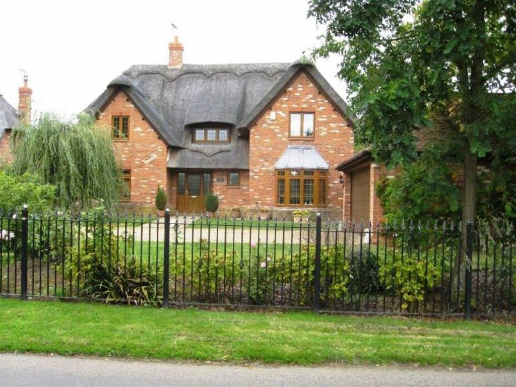 4 Bedrooms Detached House for sale in Stanford On Avon, Northamptonshire