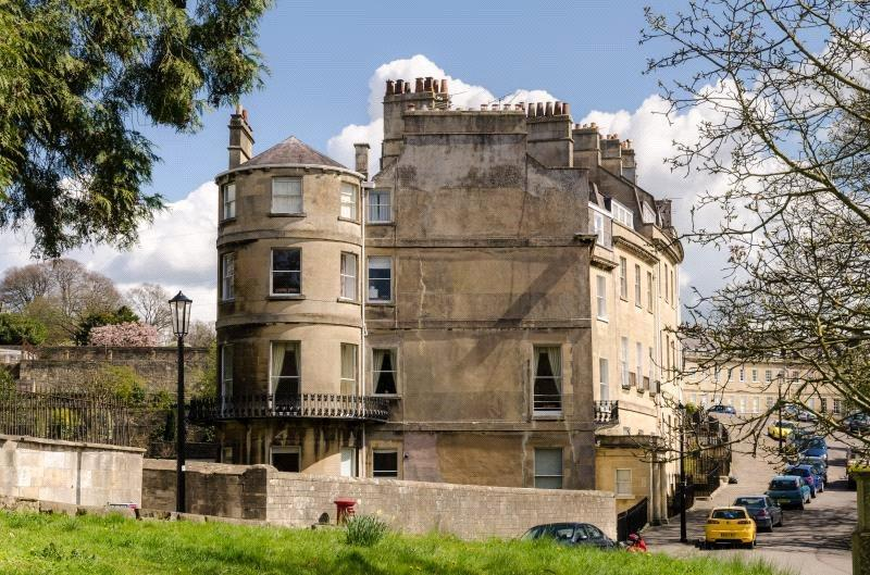 3 Bedrooms Flat for sale in Lansdown Place West, Bath, BA1