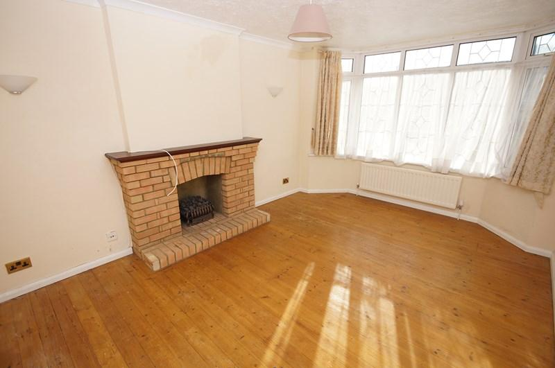 4 Bedrooms Bungalow for sale in Langport Drive, Westcliff-On-Sea
