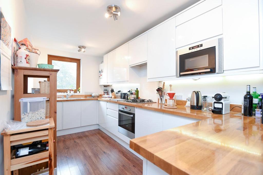 2 Bedrooms Flat for sale in Gipsy Lane, Barnes, SW15