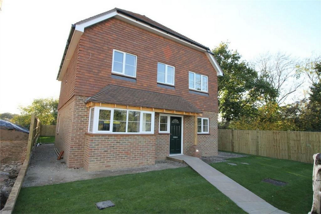 5 Bedrooms Detached House for sale in 4 Doleham Close, GUESTLING, East Sussex