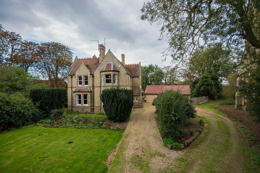 5 Bedrooms Detached House for sale in High Road Guyhirn