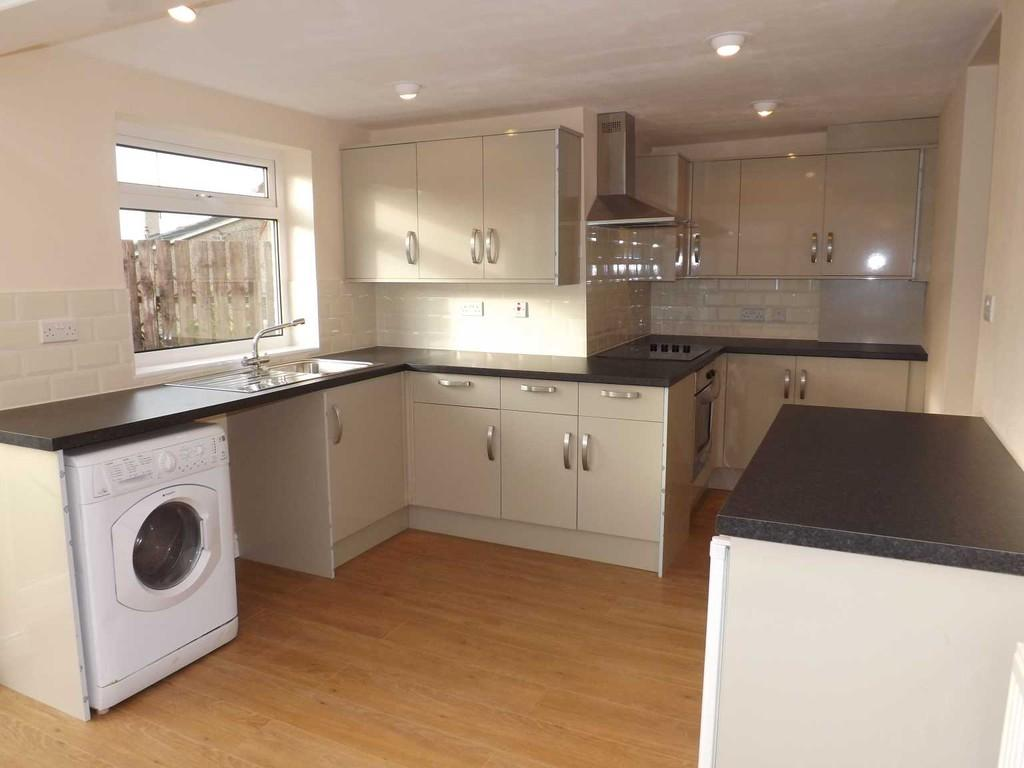 4 Bedrooms Semi Detached House for sale in London Road