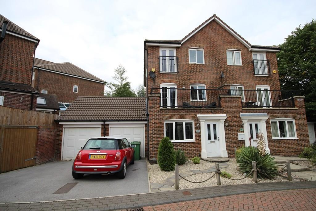 5 Bedrooms Semi Detached House for sale in Woodland Drive, Middleton