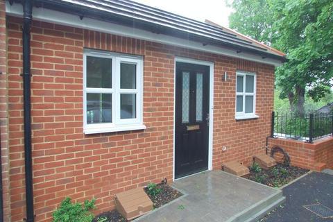 Studio to rent - Hermitage Road, Kenley