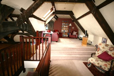 2 bedroom flat to rent - Topsham - Delightful and very spacious maisonette situated in the heart of Topsham