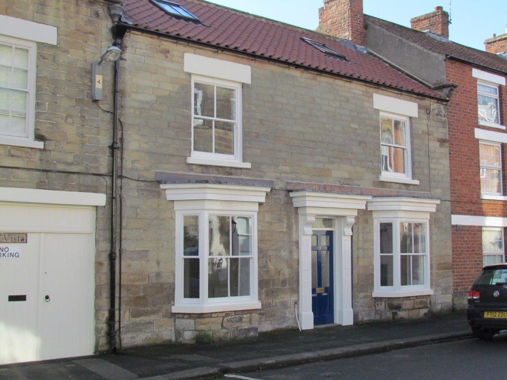 4 Bedrooms Town House for sale in 21 West End, Kirkbymoorside, York